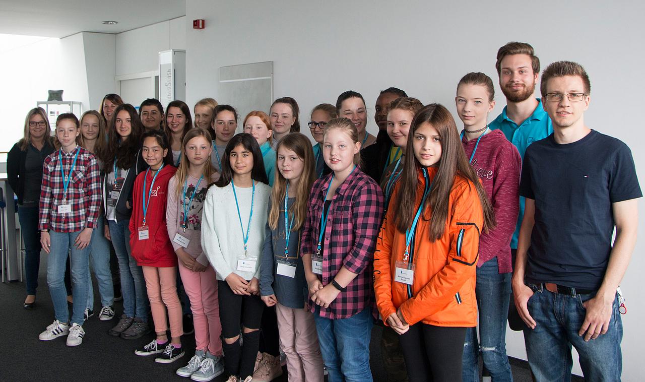 20 Mädchen lernen bei doubleSlash die Welt der Informatik
